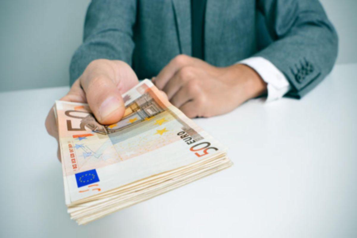 Στην Ελλάδα μισθός 4.000e+